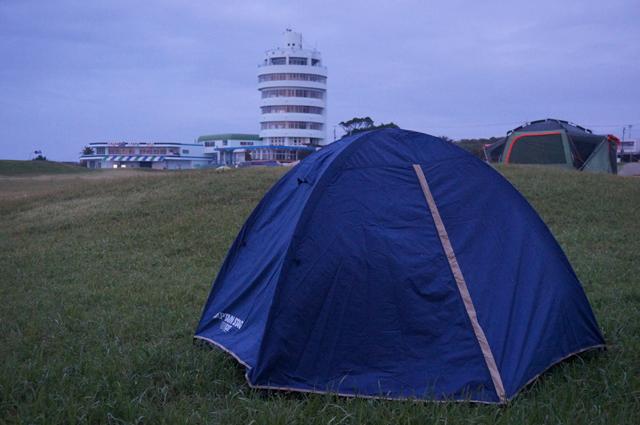 潮岬望楼の芝キャンプ場